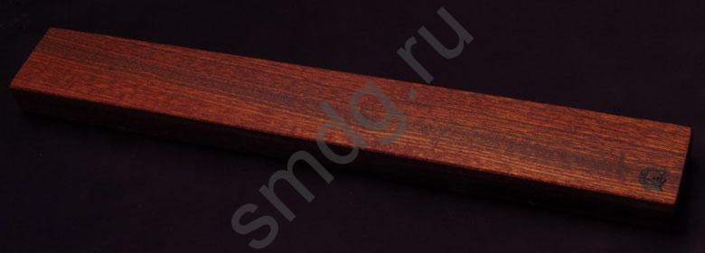 Магнитный держатель для ножей. Материал сапеле, неодимовые магниты.